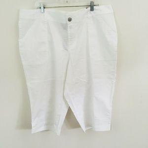 NWT! Lane Bryant Pedal White Capri Pants